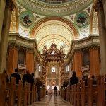 Une vue de la Basilique Marie Reine du Monde