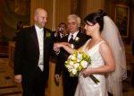 Le papa offrant sa fille à son époux